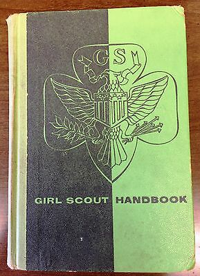 1954 GIRL SCOUT HANDBOOK - Hard Cover - GC - Fast Shipping!