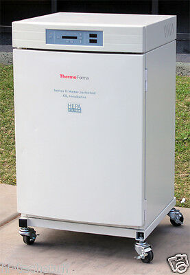 Thermo Scientific Forma Series II Water-Jacketed CO2 3110 Incubator Oven