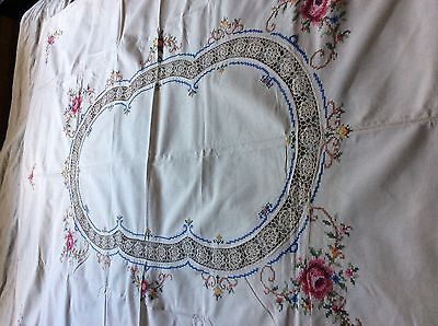 Vintage Embroidery / Crochet Tablecloth + 6 Matching Table Napkins