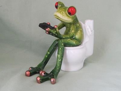 GREEN TREE FROG ON TOILET CELL PHONE WORKING TEXTING RESIN Whimsical Sculpture