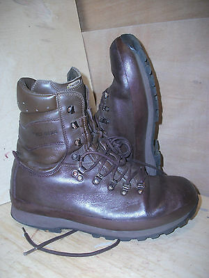 Size 11 brown altberg defender military boots! very good condition! fab boots!