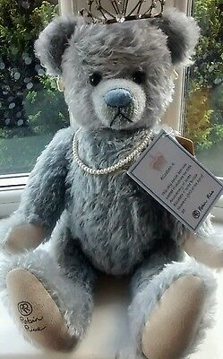 "Robin Rive "" Queen Elizabeth R bear"" very rare ltd edition only 200 made!!!!!!!"
