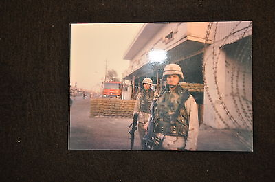EARLY OPERATION IRAQI FREEDOM 1st ARMORED DIVISION PHOTO - TWO SOLDIERS