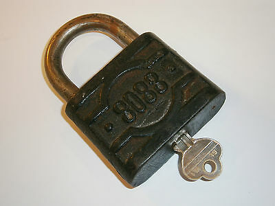 "Antique old 8088 ""K"" Padlock Cast Iron with Brass Working Key HUGE!"