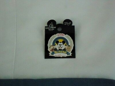 MICKEY Mouse & IT'S A SMALL WORLD DOLLS Disneyana Convention 2000 WDW PIN 2665