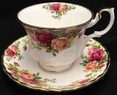 Vintage Royal Albert Old Country Roses Footed Teacup & Saucer 1962