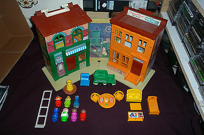 Vintage Fisher Price Little People #938 Sesame Street Brownstone Playset W/19pcs