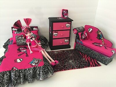 MONSTER HIGH BEDROOM furniture Set: Draculaura. Bed, sofa ,chest,bed ...