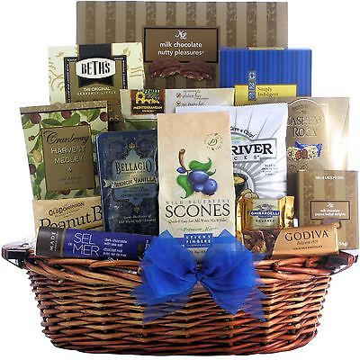 GreatArrivals Gift Baskets Happy Holidays: Gourmet Gift Basket 2.72 Kg