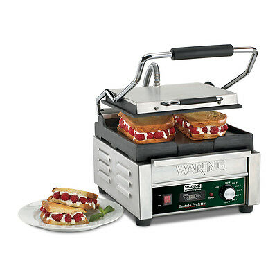 Waring WFG150T 9.75in x 9.25in Flat Sandwich Panini Grill w/ Timer 120v