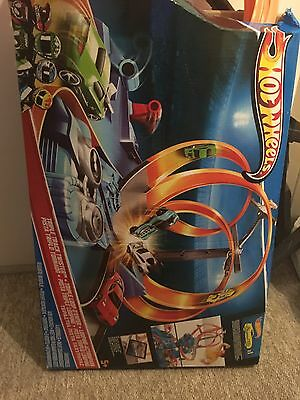 Hot Wheels Triple Track Twister Playset Motorised Track Set