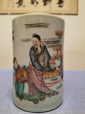 Very Beautiful Chinese Porcelain Brush Pot .