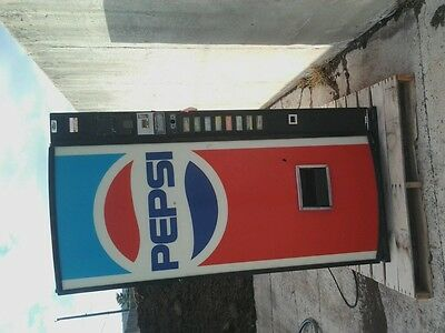 Pepsi Pop soda vending machine Dixie-Narco model DNCB 50ts118 vintage