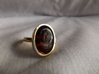 Sarah Coventry Shadow Cameo  Ring Goldtone Opaque Brown Estate Vintage