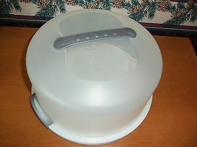 MINT Sterilite Clear Plastic Round Cake Carrier w/Handle