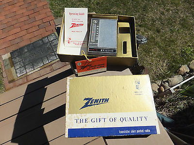 Vintage Zenith Royal 14 AM Transistor Radio In Box  Works Well