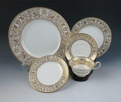 Wedgwood FLORENTINE GOLD 5 PIECE PLACE SETTING Dinner Plate Cup Saucer Porcelain