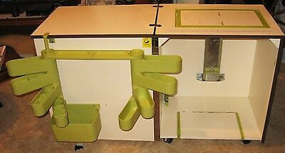 Horn Sewing Cabinet/ Auto Lift/ Wallnut