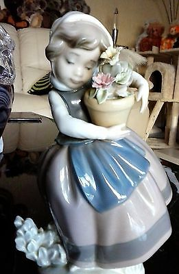 Lladro Figurine ornament -  Girl With Flower Pot