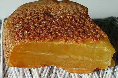 Antique Baltic Sea Amber Stone 18.72 Grams,beeswax Colour.古董波罗的海琥珀石18.72克,蜂蜡色彩。