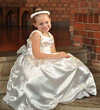 NEW JOBLOT of 58 new white flower girls dresses size 3 to size 8 yrs mostly 7/8