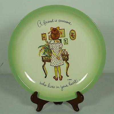 """Vintage 10 1/4"""" Holly Hobbie Plate Green Trim """"A friend is someone ~"""