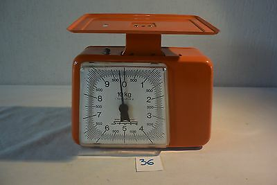 C36 Ancienne balance de maison vintage orange stube