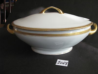 Covered Soup Tureen, Gold Embossed White Heavy Gold Trim 42 Oz