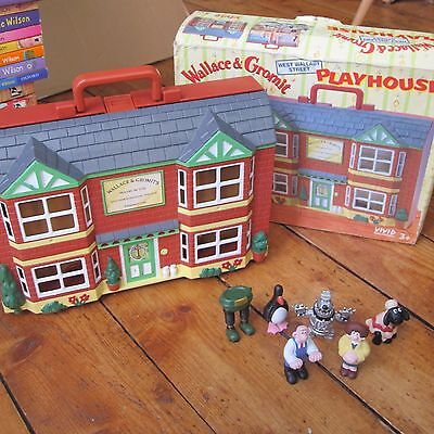 Wallace + Grommit House Playset Boxed + 8 Figures Bundle Wrong Trousers Penguin