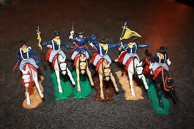 6 VINTAGE TIMPO US 7th CAVALRY TOY SOLDIERS ON HORSEBACK MOUNTED