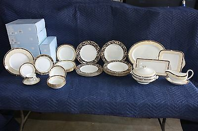 Wedgewood Cornucopia 6 Place Setting - 61 Pieces