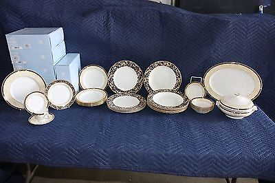 Wedgewood Cornucopia 6 Place Setting - 57 Pieces
