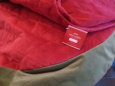 """Pottery Barn Diamond Velvet Tree skirt  red green trim large 60""""  New with tag"""