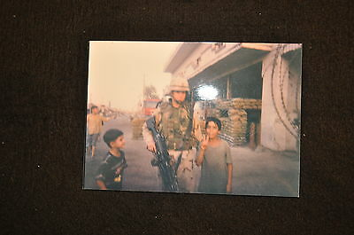 EARLY OPERATION IRAQI FREEDOM 1st ARMORED DIVISION PHOTO - SOLDIER WITH CHILDREN