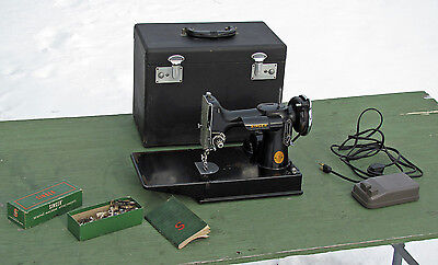 Antique 1946 SINGER FEATHERWEIGHT 221  Sewing Machine SCROLL FACE RARE!