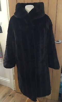 VINTAGE 70s FURRIER MADE LUXURY FAUX FUR COAT TO FIT SIZE 12/14