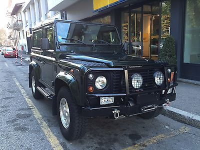 Land Rover: Defender County Station Wagon 2001 Land Rover Defender 90 Station Wagon