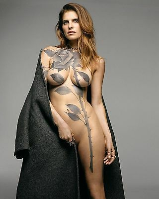 Lake Bell Glossy 8x10 Photo 3