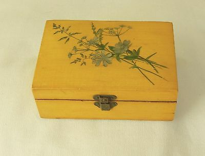 """Mauchline  5"""" by 3"""" Box with Straw Flowers"""
