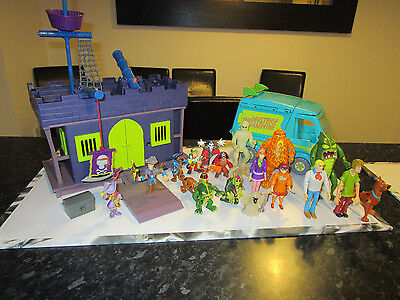 Large Bundle Of Scooby Doo - Pirate Fort Playset, Mystery Machine & 20 Figures