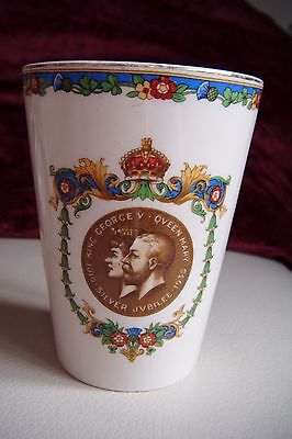 VINTAGE SILVER JUBILEE KING GEORGE & QUEEN MARY 1935 BEAKER in good condition