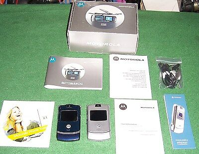 2 Motorola Mobile Phones. 1 Silver 1 Blue Both Unlocked