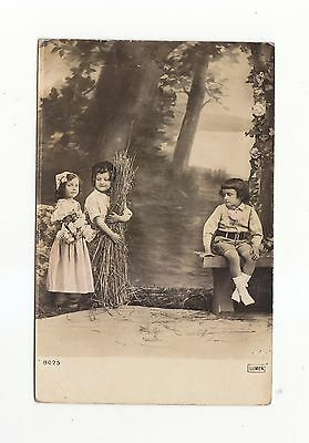 CHARMING POSTCARD  OF TWO GIRLS AND A BOY -LUMEN No 8025