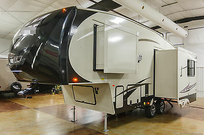 New 2017 25RL Rear Living Room Light Weight Lite 5th Fifth Wheel Never Used