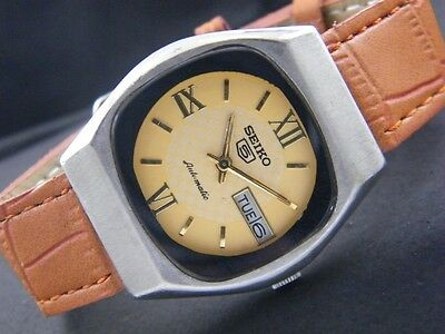 VINTAGE SEIKO 5 AUTOMATIC JAPAN MEN'S DAY/DATE WATCH lot827-a43192