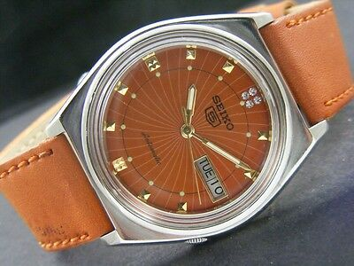 VINTAGE SEIKO 5 AUTOMATIC JAPAN MEN'S DAY/DATE WATCH lot803-a35863