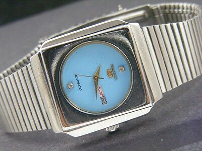 VINTAGE SEIKO 5 AUTOMATIC JAPAN MEN'S DAY/DATE WATCH lot809-a38173