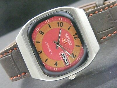 VINTAGE SEIKO 5 AUTOMATIC JAPAN MEN'S DAY/DATE WATCH lot813-a39624