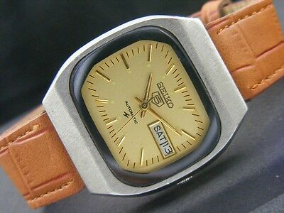 VINTAGE SEIKO 5 AUTOMATIC JAPAN MEN'S DAY/DATE WATCH lot806-a36737
