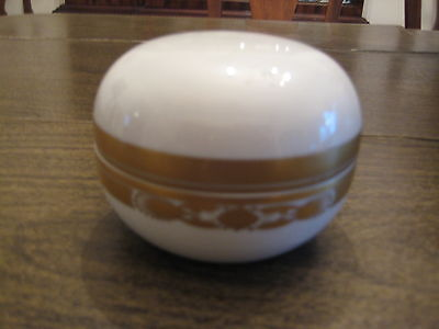 HEREND – Large Round Covered Trinket Box, White with Ornate Gold design